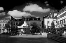 photo noir et blanc du manége place saint corentin quimper
