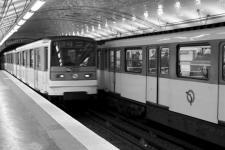 photo noir et blanc du métro