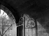 photo noir et blanc porte-Evêché quimper
